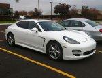 Białe auto